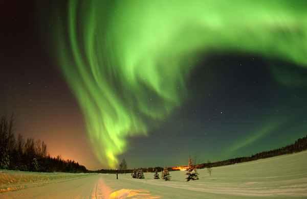 alaska-wilderness-sky-aurora-borealis-41004.jpeg