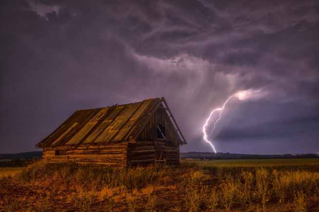 barn-lightning-bolt-storm-99577.jpeg
